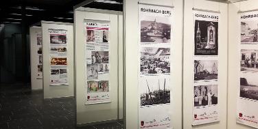 Schautafeln mit historischen Bildern der teilnehmenden Gemeinden