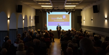 Bürgermeister Hubert Meisl eröffnet die Topothek Langenlois