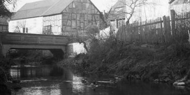 Romantischer Flussverlauf bei der Schmidtbrücke in Großen-Buseck
