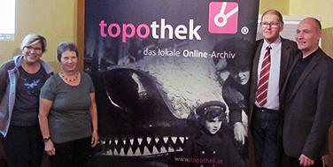 Eröffnung der Topothek Reisenberg mit Ilona Biedermann-Schmidt (Dorferneuerung), Margarete Püler (Topothekarin), Bgm. Josef Sam, Alexander Schatek (Topothek)